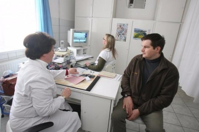 Ha valaki nem fizeti a TB-t, akkor sem utasíthatják el az egészségügyi kezelését!