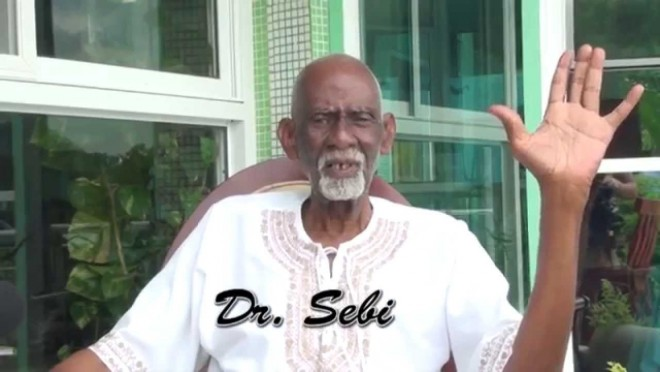 Egy orvos, aki azt állítja, hogy gyógyszerek nélkül képes gyógyítani a cukorbetegséget, az ízületi gyulladást, a rákot, az AIDS-t!