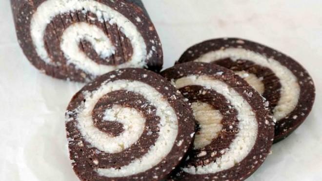 Olcsó, sütni sem kell és isteni finom! Így készíts kókuszos tekercset!