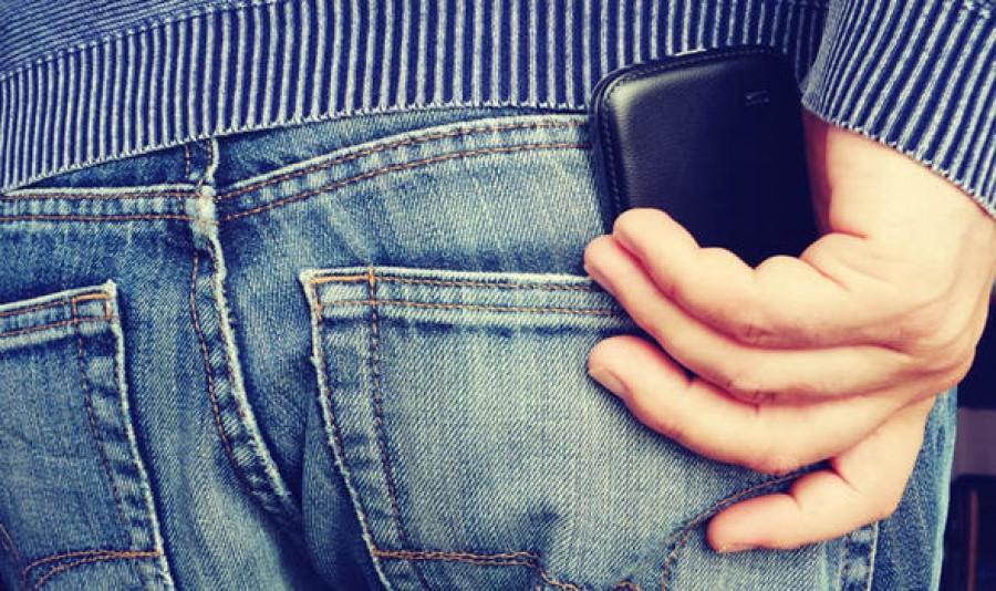 Sürgősen szokj le arról, hogy a zsebedbe teszed a telefonodat!