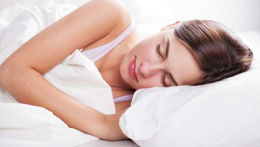 Ha valaha érezted, hogy a tested hirtelen megrándul, mikor épp elalszol, ez történik veled
