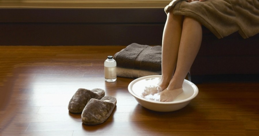 Szódabikarbónás lábfürdő: puhává varázsol minden lábat!