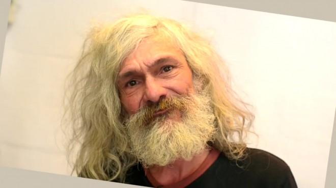 Átalakították a hajléktalan férfit, úgy hogy mikor meglátta az eredményt sírva fakadt! (VIDEÓVAL)