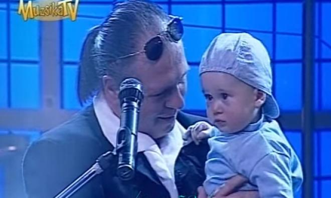 Érints meg! - Balázs Fecó a kisfiának énekli a csodás dalát