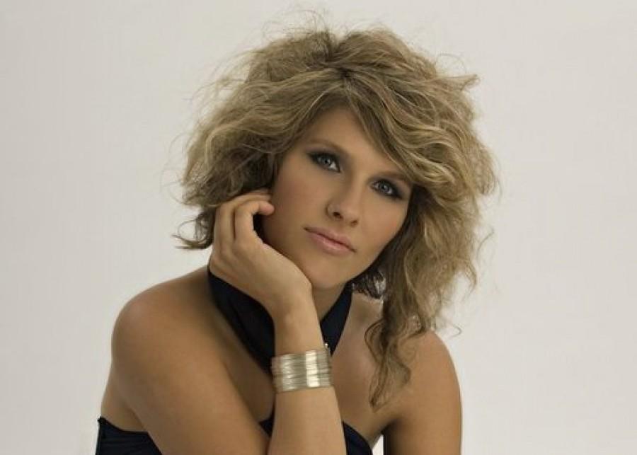 DÖBBENETES HÍR ÉRKEZETT! A népszerű énekesnő fiatalon elhunyt!