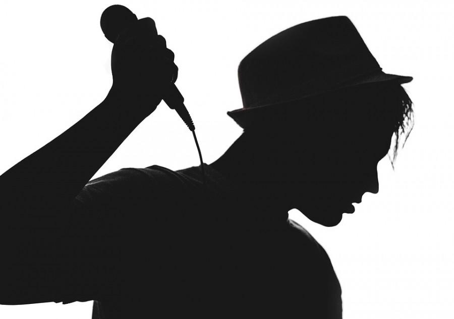 Elvesztheti a fiatal énekes a hangját
