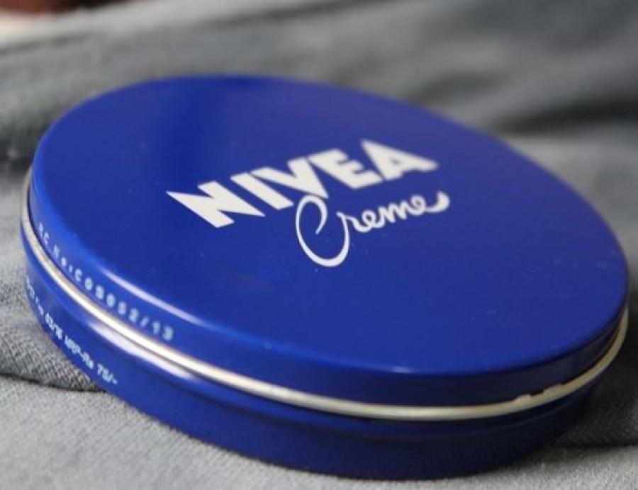 A legtöbb háztartásban van kék dobozos Nivea krém, ami nem csak bőrpuhításra jó!