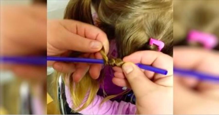 Az apa szívószálat használ és feltekeri kislánya haját – nézd mi történik mikor kiengedi!