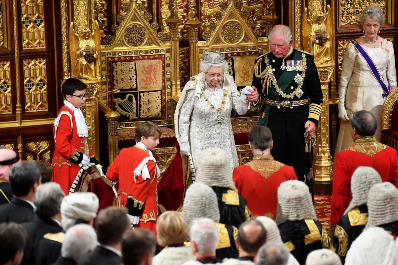 A királyi családot is utolérte a baj: koronavírusos a brit trónörökös!