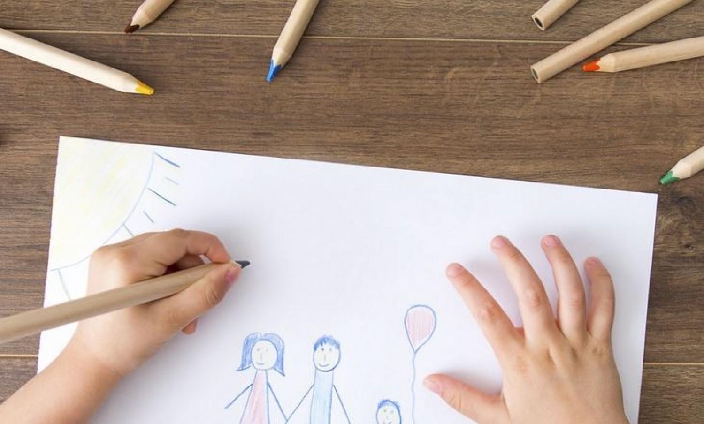A gyerek rajza buktatta le az apát. Sokkot kapott az anya, amikor meglátta.