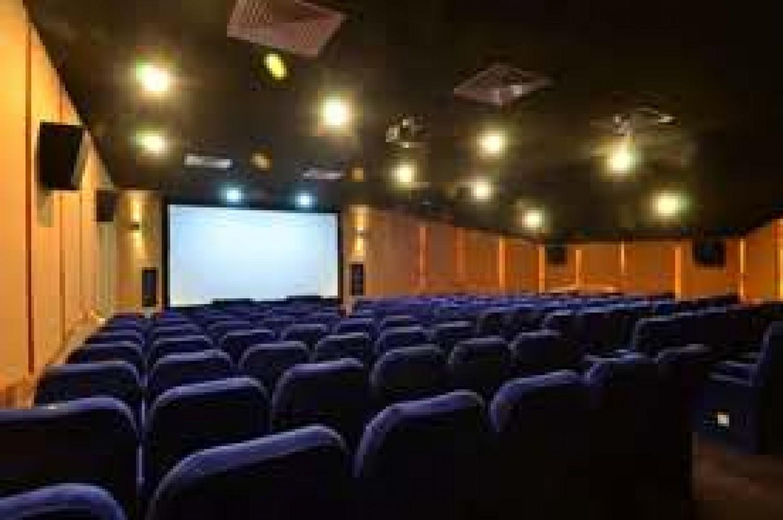 Koronavírus: jövő őszig senki nem fog moziba menni
